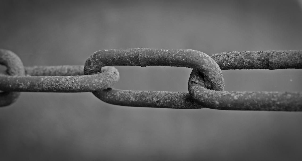chain black and white